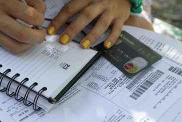 Uma das causas para o aperto nas contas é comprometer a renda sem flexibilidade no orçamento. Foto: Bruna Monteiro/DP/D.A Press  (Bruna Monteiro/D.A.Press)