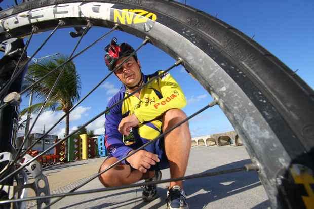 De acordo com o coordenador do grupo Pedal 100, Andro Bartholo, o uso do pneu inadequado podem gerar graves consequências. Foto: Paulo Paiva/DP/D.A Press