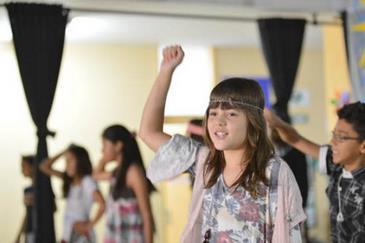Cecília do Amaral arrasou ao som de canções da MPB (Escola Classe 204/Divulgação)