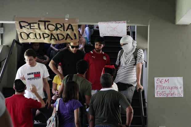O prazo é até as 19h desta quarta-feira para os manifestantes desocuparem a sede da reitoria da Universidade Federal de Pernambuco. Foto: Alcione Ferreira/DP/D.A Press