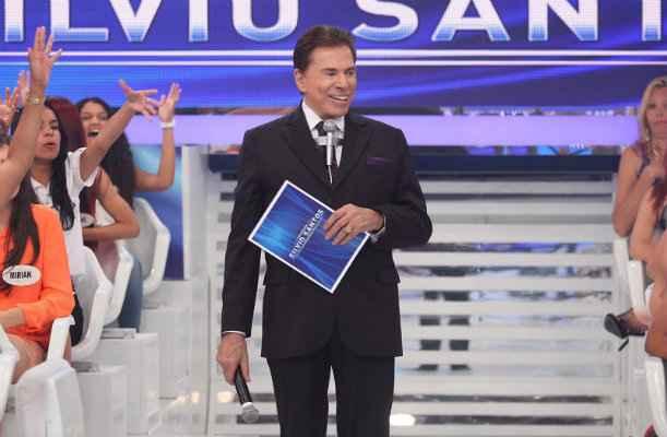 O apresentador conduz o programa no meio da plateia - Foto: SBT/Divulgação
