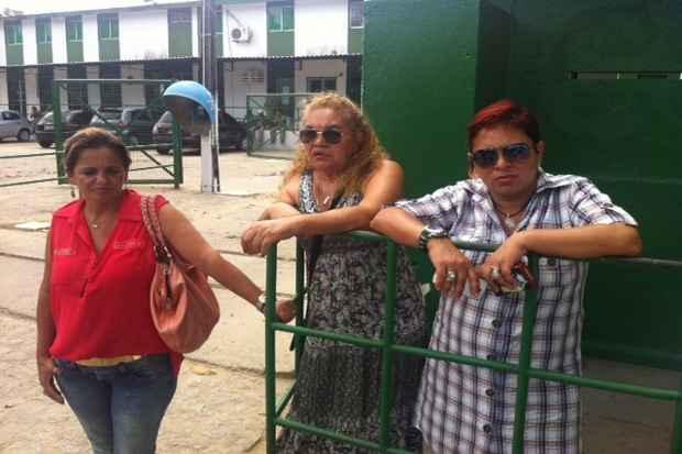 Família do suspeito aguardou na frente do Cotel, mas Edmacy não foi solto. Foto: Wagner Oliveira/DP/D.A Press