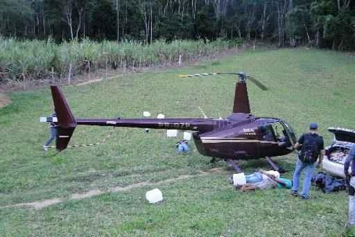 O governador do Esp�rito Santo, Renato Casagrande (PSB), e o comando da Superintend�ncia da PF daquele estado declararam que pretendem ficar com o helic�ptero modelo Robinson 66, avaliado em R$ 3 milh�es foto: PMES (PMES)