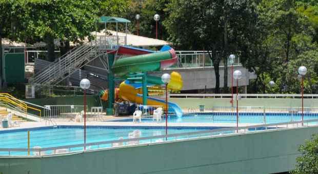 Acidente com a menina aconteceu na sexta-feira na piscina com tobo�gua do Jaragu� Country Club, na Regi�o da Pampulha. Ela ficou v�rios minutos submersa at� ser resgatada por duas pessoas. Foto: Paulo Filgueiras/EM/D.A. Press
