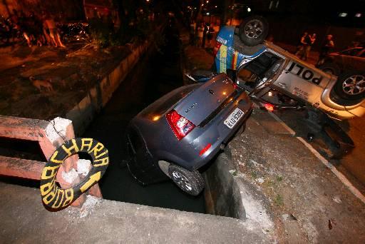 Acidente deixou duas pessoas feridas. Fotos: Roberto Ramos/DP/D.A Press