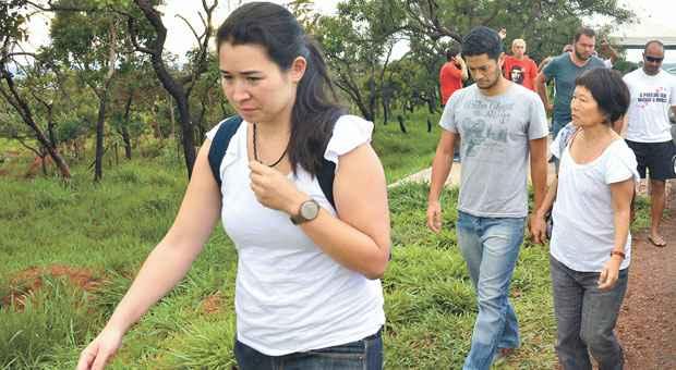 Miruna, filha de Genoino, a esposa dele, Rioco Kayano, e o filho, Ronan, nas proximidades da Papuda no per�odo em que o ex-deputado esteve no pres�dio. Foto: Valter Campanato/ABR