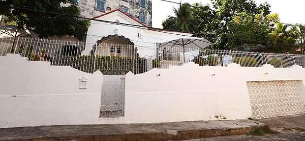 Esta casa na Rua 27 de Janeiro recebe grupos de até 40 pessoas. O preço é salgado: pode chegar a até R$ 70 mil. Foto: Bernardo Dantas/ DP/ D.A Press
