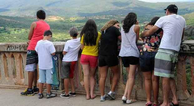 Representante comercial M�rcio Madeira e familiares foram ao mirante onde o casal foi atacado, e, por precau��o, voltariam � pousada antes de escurecer. Foto: Paulo Filgueiras/EM/D.A. Press