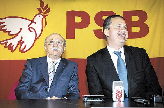 Roberto Amaral (E) e Eduardo Campos: dirigentes da sigla consideram que o PT foi ingrato. Foto: Daniel Ferreira/CB/D.A Press (Daniel Ferreira/CB/D.A Press)