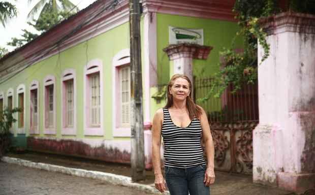 Rosangela Soares mora em um casar�o tombado no Po�o da Panela e reconhece a import�ncia de se preservar im�veis antigos, mas admite que regras para sempre s�o empecilhos para venda. Foto: Bernardo Dantas/ DP/D.A Press