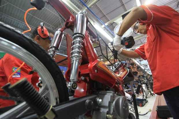 Hoje, todo o material utilizado na produ��o das motos vem da China. Objetivo � ampliar �ndice de nacionaliza��o para cerca de 50%. Foto: Annaclarice Almeida/DP/D.A Press