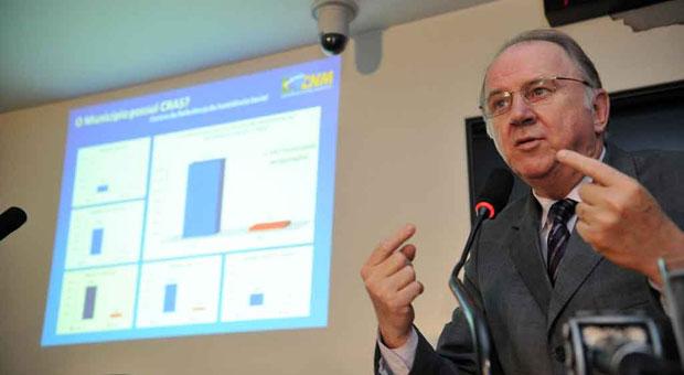 Para Paulo Ziulkosky, presidente da Confedera��o Nacional dos Munic�pios, a celebra��o de conv�nios terminou se tornando uma moeda de troca eleitoral (F�bio Rodrigues Pozzebom/ ABR- 07/11/11)