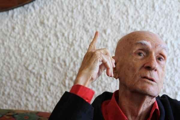 Escritor comentou repercussão do assunto em entrevista no condomínio onde veraneia com a família, em Candeias. Foto: Annaclarice Almeida/DP/D.A Press