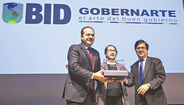 Governador recebeu pr�mio do BID, ontem, em Washington, nos Estados Unidos, por boas pr�ticas de gest�o. Foto: Marcelo Lyra/Divulga��o