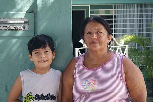 Moradora do Ipsep, a dona de casa Ilza Maria já teve a residência dela infestada por escorpiões e teme pela saúde do neto. Foto: Mariana Fabrício/ Esp DP/ D.A Press