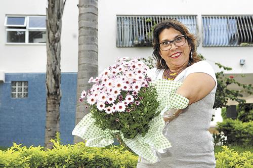 Cl�udia Andrade est� firme no seu prop�sito de cultivar as plantas na janela e n�o descarta levar o caso para a Justi�a: