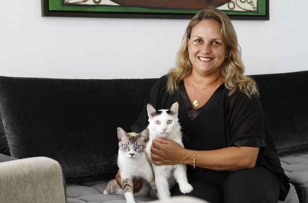 Polyana Campos tem dois gatos e um c�o de grande porte e paga R$ 200 por ano pela cobertura residencial e responsabilidade civil. Foto: Blenda Souto Maior/DP/D.A Press