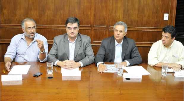 Celio Moreira, Lafayette Andrada, R�mulo Viegas e Wander Borges: rep�dio � repeti��o de promessas. Foto: Ramon Lisboa/EM/D.A. Press
