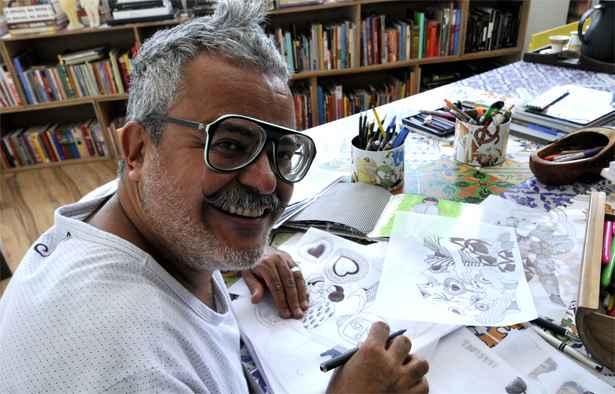 Ronaldo Fraga é conhecido pela força teatral do desfile de suas coleções e sempre dialoga com outras expressões artísticas. Foto: Ramon Lisboa/EM/D.A Press