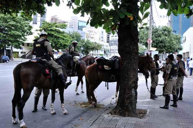 Policiais do Regimento de Cavalaria ajudaram a refor�ar a seguran�a no entorno do P�tio Savassi. Foto: Ramon Lisboa/EM/D.A Press
