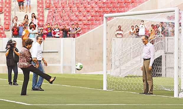 Enquanto Aldo Rebelo, ministro do Esporte, faz tabelinha com o governo federal... Foto: Paulo Paiva/DP/D.A. Press
