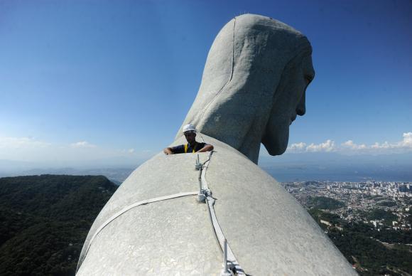 Come�ou hoje (21) a restaura��o do dedo do Cristo Redentor (Thomaz Silva/Ag�ncia Brasil)