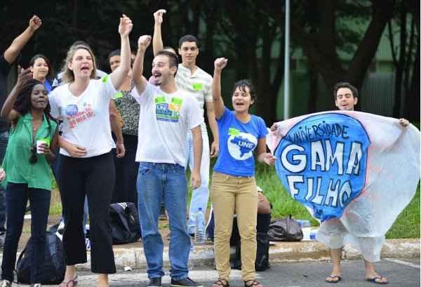 Estudantes relatam que foram xingados e agredidos dentro do �nibus que os levou para prestar depoimento foto: Daniel Ferreira/CB/D.A Press (Daniel Ferreira/CB/D.A Press)