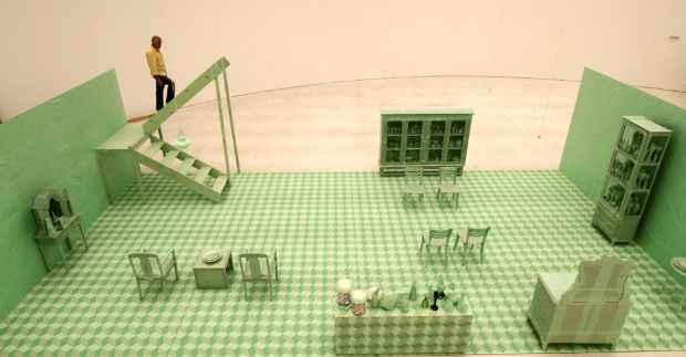 Ao deslocar a sala para o museu, Joelson cria um não-lugar. Foto: Alcione Ferreira/DP/D.A Press