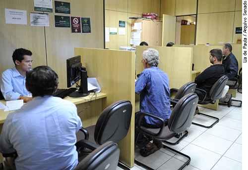 Cidad�os s�o atendidos no N�cleo de Sa�de da Defensoria P�blica do Distrito Federal (Lia de Paula/Arquivo Senado )