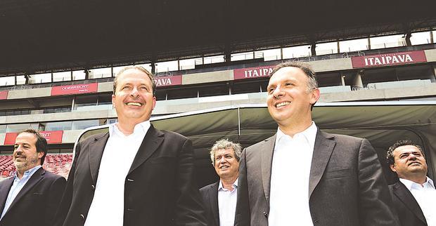 Eduardo Campos e Aguinaldo Ribeiro fizeram visita � Arena Pernambuco durante agenda conjunta foto: Eduardo Braga/SEI (Eduardo Braga/SEI)