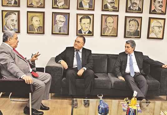 Frederico Neves (C) foi recebido por Joezil Barros e Guilherme Machado foto: Alcione Ferreira/DP/D.A PRESS (Alcione Ferreira/DP/D.A PRESS)