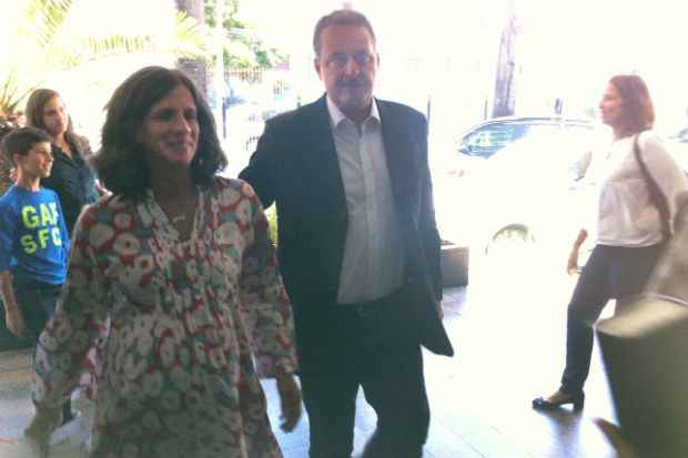 Renata e Eduardo Campos chegaram � maternidade �s 11h. Foto: T�rcio Amaral/DP/D.A Press (T�rcio Amaral/DP/D.A Press)