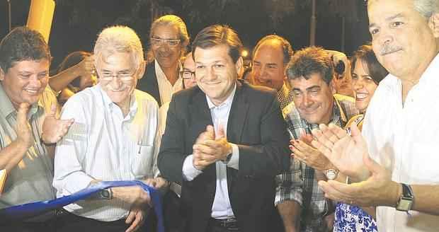 Inaugura��o da primeira Upinha 24h agrega pol�ticos pernambucanos e ganha clima de pr�-campanha foto: Edvaldo Rodriges/DP/D.A. PRESS (Edvaldo Rodriges/DP/D.A. PRESS)