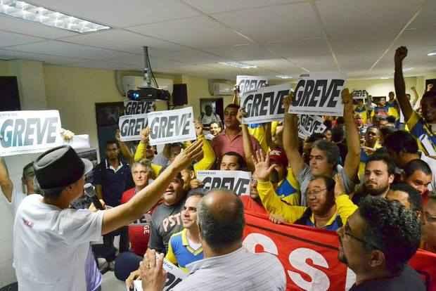 Categoria n�o aceita nova ger�ncia do plano de s�ude e deflagra greve por tempo indeterminado (Sintect-PE/Reprodu��o: Facebook)