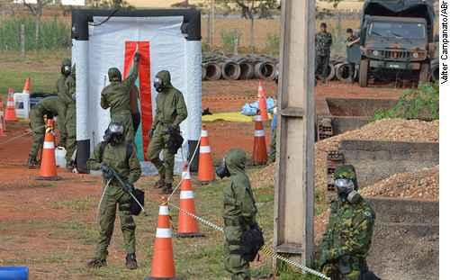 For�as Armadas fazem treinamento antiterrorismo entorno do Est�dio Man� Garrincha, em Bras�lia (Valter Campanato/ABr)