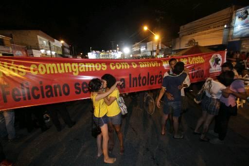 Manifestantes foram ao evento religioso para protestar contra o pastor Feliciano. Foto: Roberto Ramos/DP/D.A Press