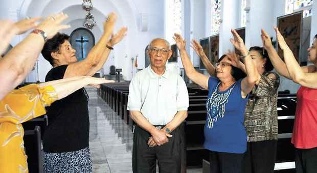 Monsenhor Augusto Pinto Padr�o tem 91 anos e est� na ativa: