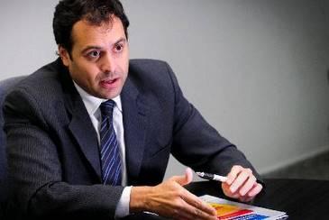 Secret�rio da Fazenda, Paulo C�mara, destaca que c�lculo n�o considera saldos em caixa do exerc�cio anterior, nem opera��es de cr�dito (Helder Tavares/DP/D.A Press)
