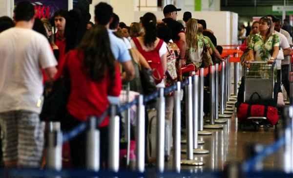 Aumento do movimento nos aeroportos foi acompanhado pelo crescimento das queixas contra as companhias por problemas de atendimento. Foto: Breno Peres/CB/D.A Press