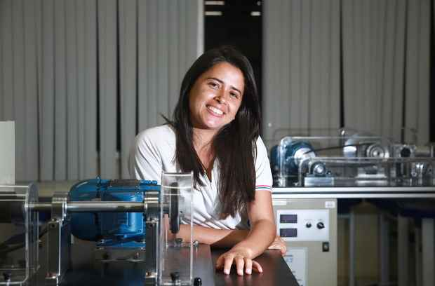 Karla Dantas foi contratada em 2013 pelo Cons�rcio Conest no programa Jovem Aprendiz e faz o curso de eletromec�nica do Senai. Foto: Bernardo Dantas/ DP/D.A Press.