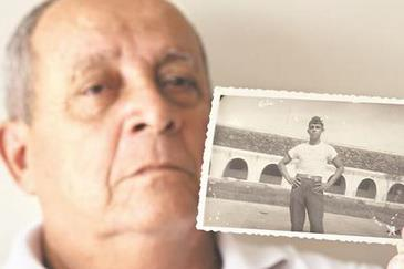 Jos� In�cio, o soldado 120, mostra foto de quando trabalhou voluntariamente na ilha (Alcione Ferreira / DP / DA. Press)