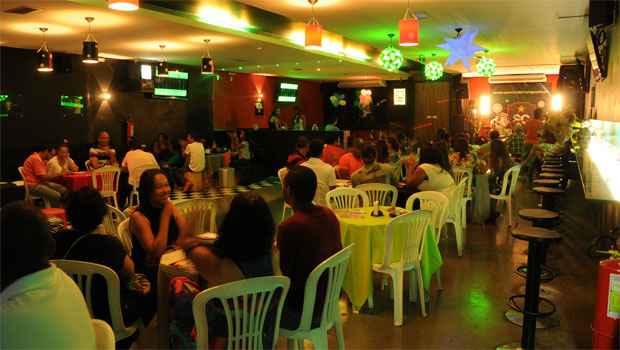 Com luz baixa, globo girat�rio, m�sica dan�ante e cara de boate, espa�o tem capacidade para 300 pessoas e fica no Bairro Cidade Nova. Foto: Marcos Vieira/EM/D.A. Press