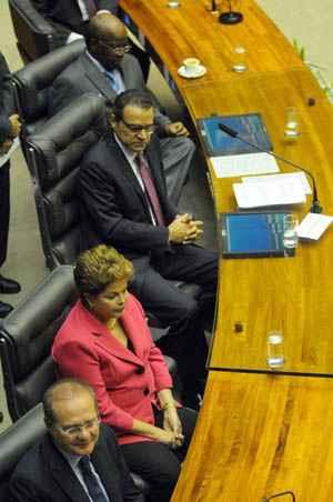 Rusgas com o PMDB e partidos da base fizeram Dilma Rousseff refor�ar a articula��o foto: Bruno Peres/CB/D.A Press (Bruno Peres/CB/D.A Press)