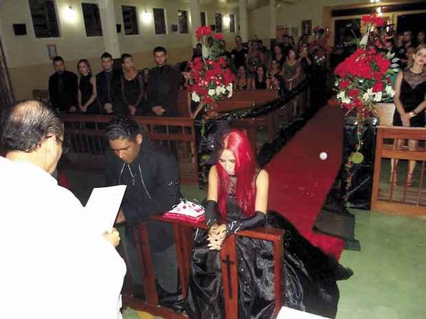 Padre Jo�o Carlos Barbosa, o Joca, se defende: