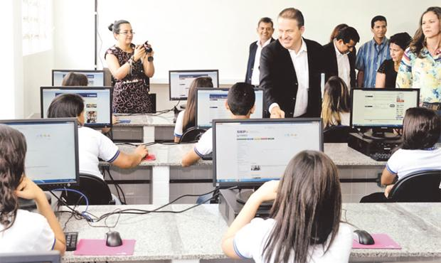 Eduardo Campos, que inaugurou ontem escola t�cnica em Gravat�, disse que j� sabia da decis�o de Jarbas foto: Aluisio Moreira/SEI (Aluisio Moreira/SEI)