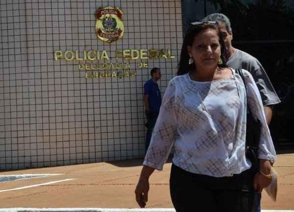 Ramona deixa a Delegacia de Imigra��o da Pol�cia Federal: ela trabalhar� na Associa��o M�dica Brasileira foto: Jos� Cruz/Ag�ncia Brasil (Jos� Cruz/Ag�ncia Brasil)