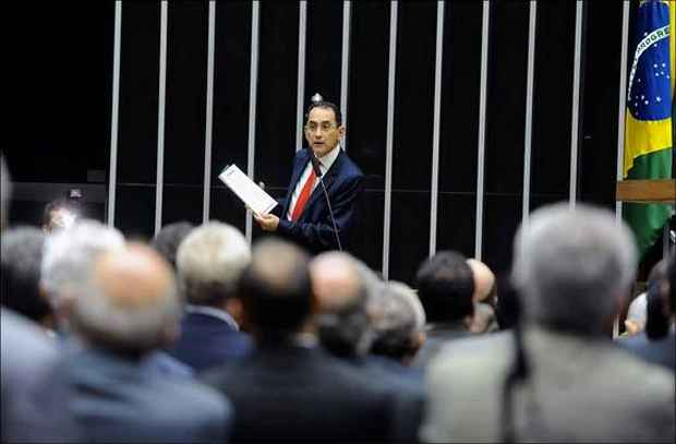 Jo�o Paulo, durante discurso em dezembro na C�mara: deputado solicitou permiss�o para ir � C�mara e estudar foto: J.Batsita/Ag�ncia C�mara  (J.Batsita/Ag�ncia C�mara )