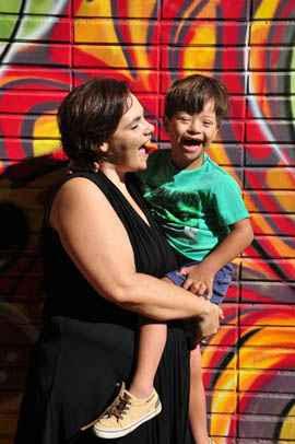 Fabiana e o filho Miguel: celeridade garantida por juiz de 'bom senso', segundo ela foto: Paula Rafiza/Esp. CB/D.A Press (Paula Rafiza/Esp. CB/D.A Press)