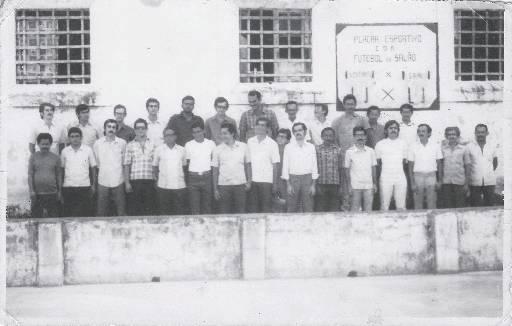 Presos pol�ticos posam para foto no p�tio da Casa da Deten��o, no Recife. Foto: Arquivo Pessoal Marcelo Mario Melo