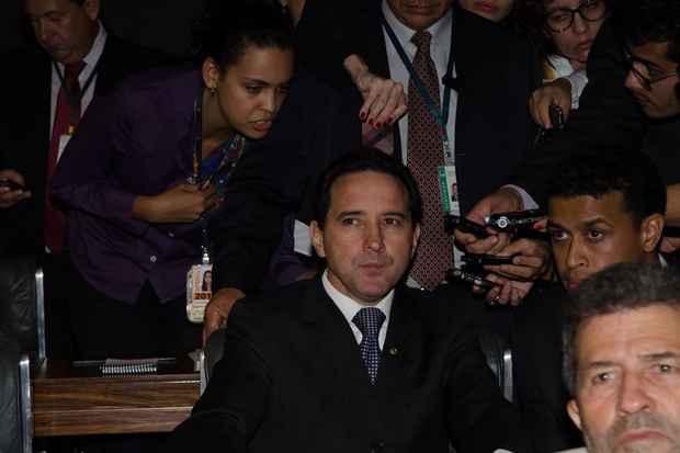 Depois de entrar na C�mara com o uniforme de presidi�rio, Donadon acompanhou sua defesa em plen�rio. Foto: Jos� Cruz/Ag�ncia Brasil